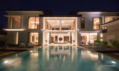 Image 1 from Villa de luxe de 4 chambres à vendre en pleine propriété dans la région de Tanah Lot