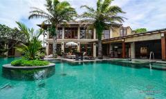 Image 1 from Villa 4 chambres à vendre en pleine propriété à Seminyak