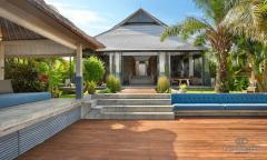 Image 2 from Villa de 4 chambres à coucher à vendre en pleine propriété et à louer au mois à Umalas