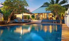 Image 1 from Villa de 4 chambres à coucher à vendre en pleine propriété et à louer au mois à Umalas