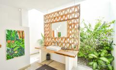 Image 2 from Villa de 4 chambres à vendre en location à Nyanyi