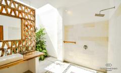 Image 3 from Villa de 4 chambres à vendre en location à Nyanyi