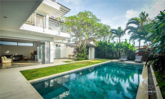 Image 1 from 4 Bedroom Villa For Sale leasehold Near Berawa Beach