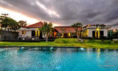 Image 2 from Villa de 5 chambres à vendre à bail à Canggu