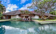 Image 1 from Villa de 6 chambres avec vue sur la rizière à vendre à Umalas