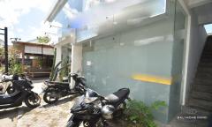Image 1 from Boutique et bureaux à louer à l'année près de la plage de Batu Bolong